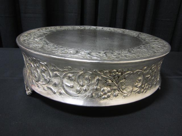 Where to find 20  ROUND SILVER CAKE STAND in Longview