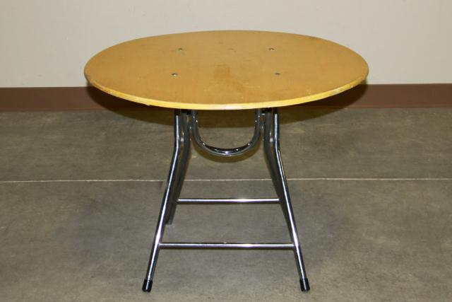 Where to find 28  ROUND CHILD S TABLE in Longview