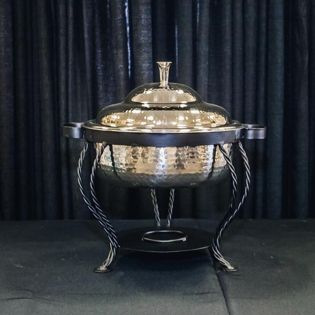 Where to find 3 QT ROUND HAMMERED CHAFER W STAND in Longview